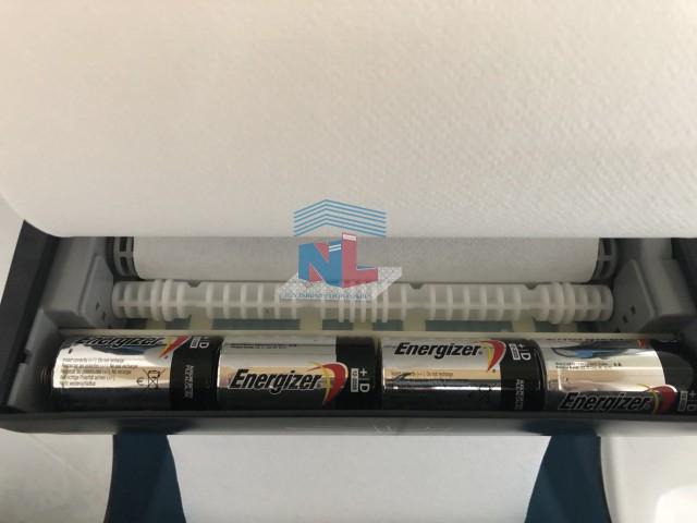 Bên trong hộp cắt giấy tự động NL468A