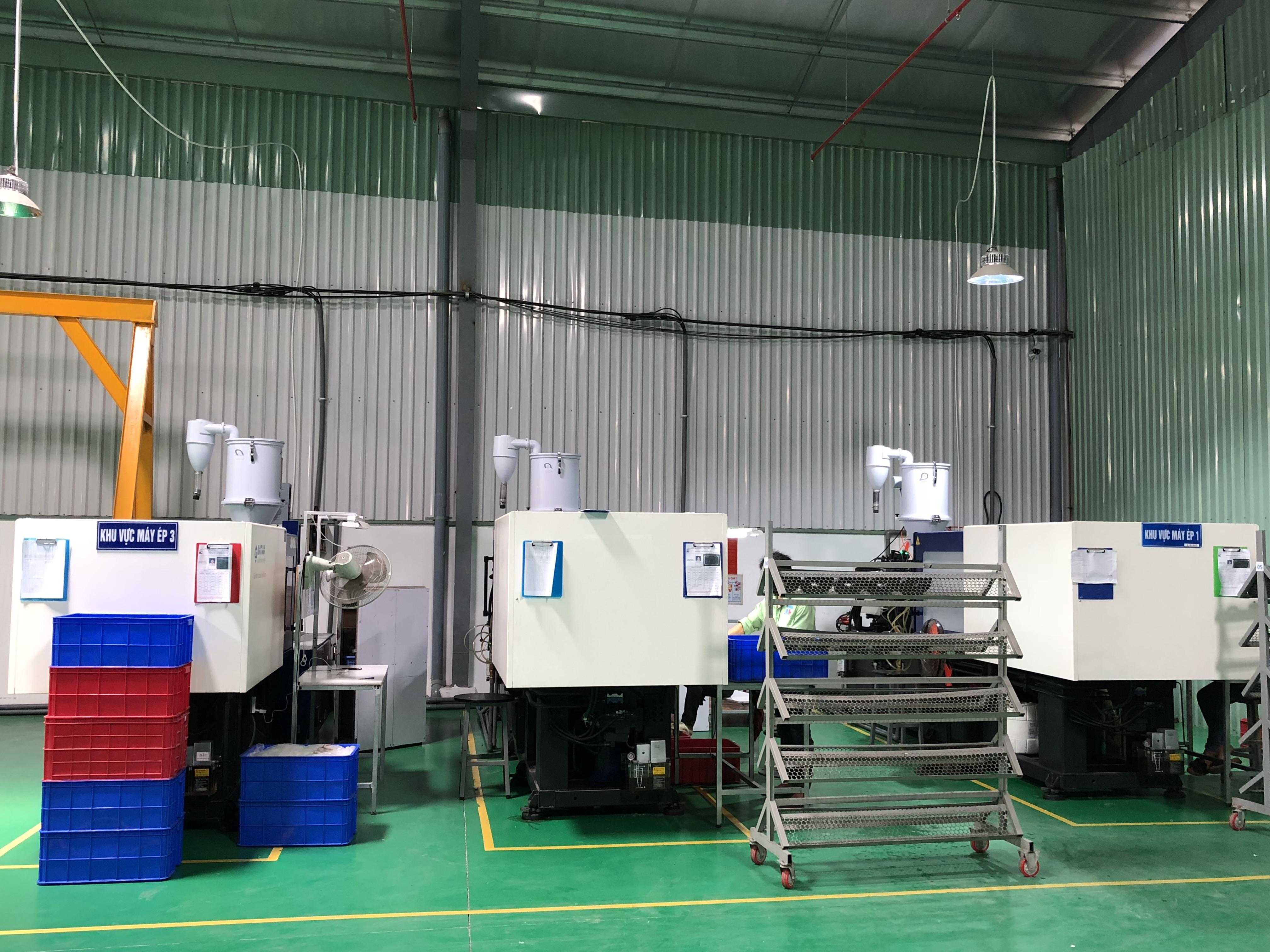 Khu vực gia công đồ nhựa máy ép phun 160 tấn tại Nam Lâm