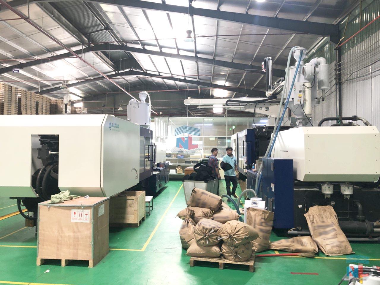Khu vực máy ép nhựa phun 800 tấn tại Nam Lâm