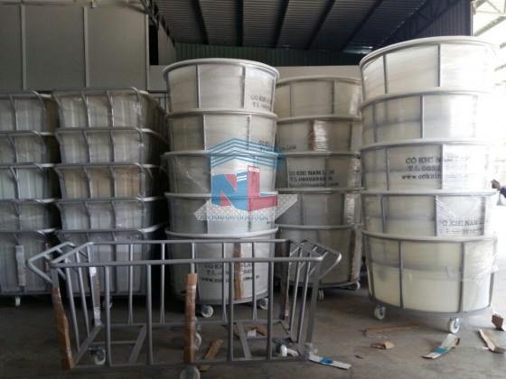cung cấp xe thùng nhựa đẩy vải công nghiệp
