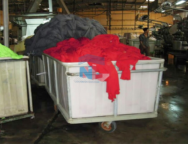 xe thùng nhựa đựng vải nhuộm dệt nam lâm