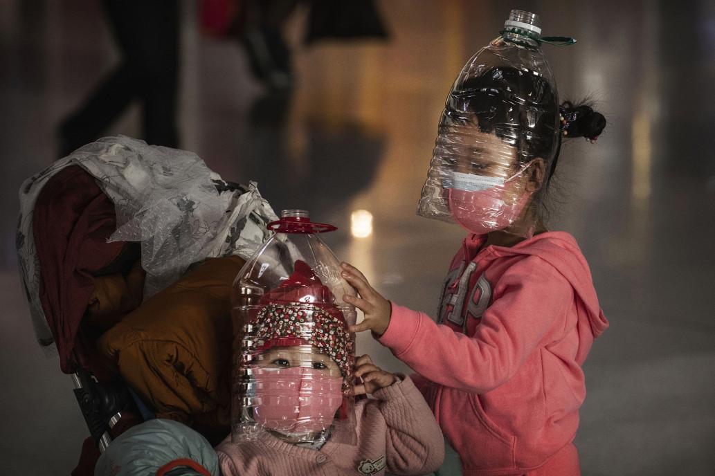 Tránh lây nhiễm virut corona bằng bình nhựa